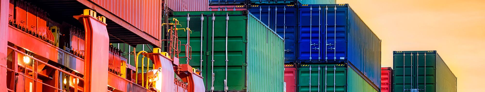 Recargos aplicables en el flete marítimo FCL y LCL